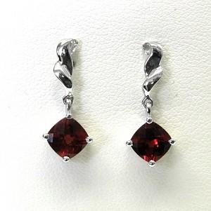 Las Garnet Earrings